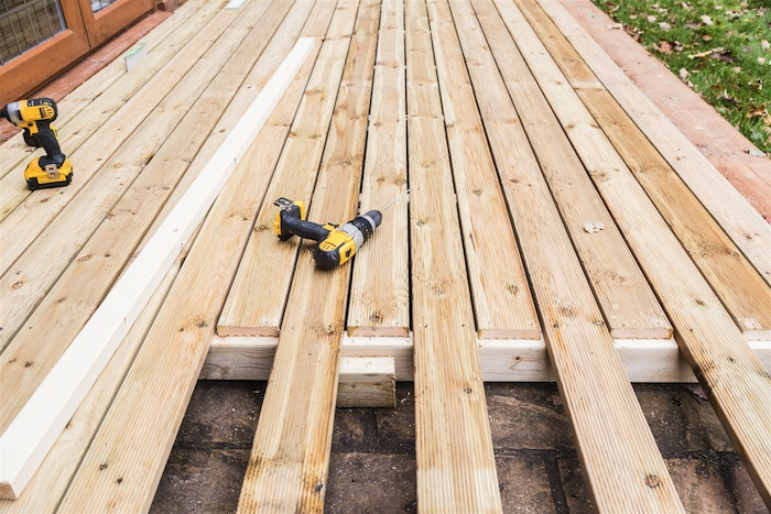 5 Advantages of Timber Decking at Home and Establishments