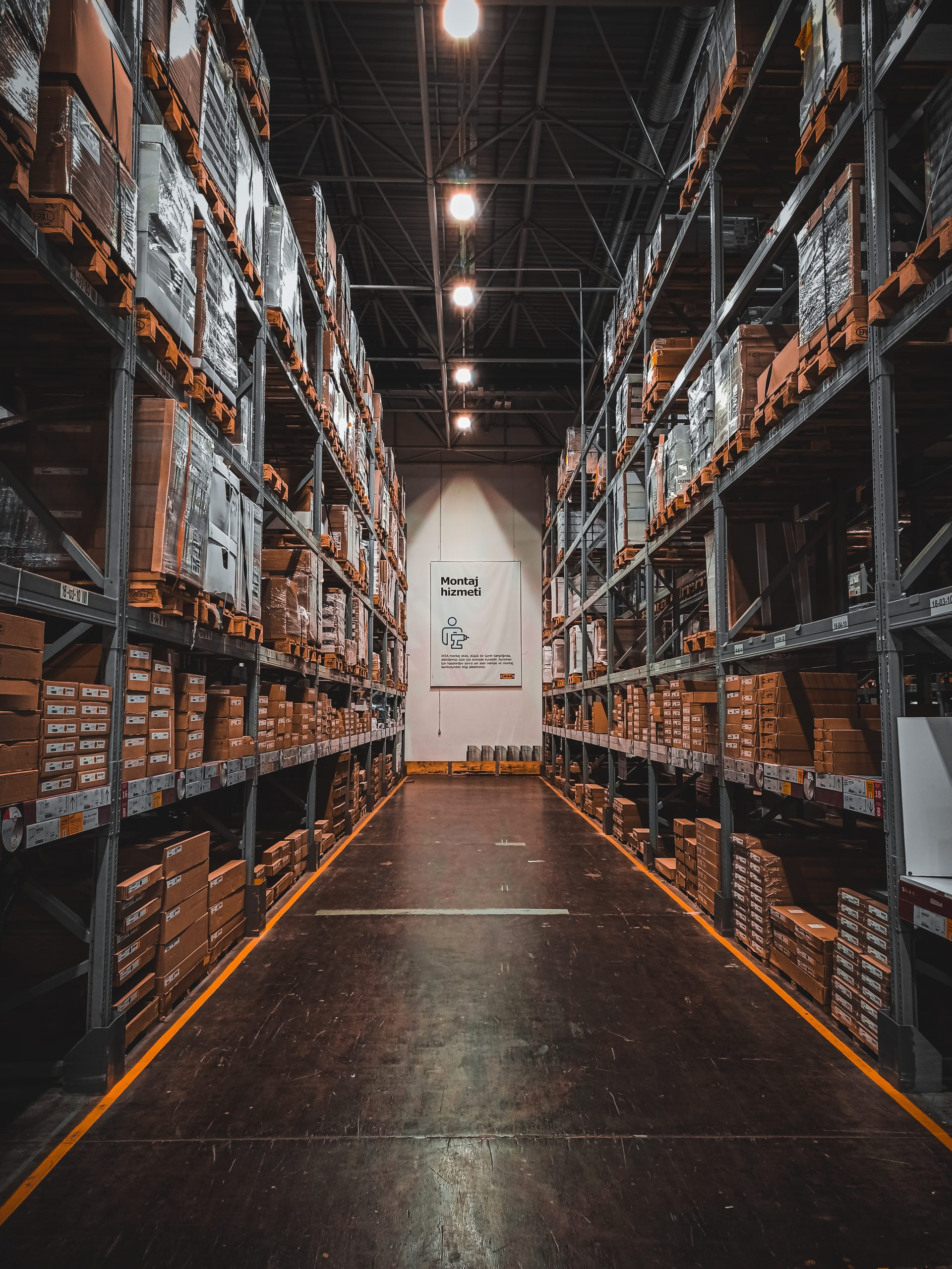 Heavy-duty racking system: 4 design elements for safety